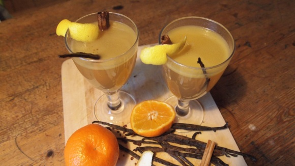 Hot buttered mulled cider and rum