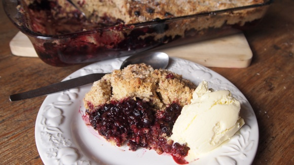 Wild Berry & Chocolate Crumble